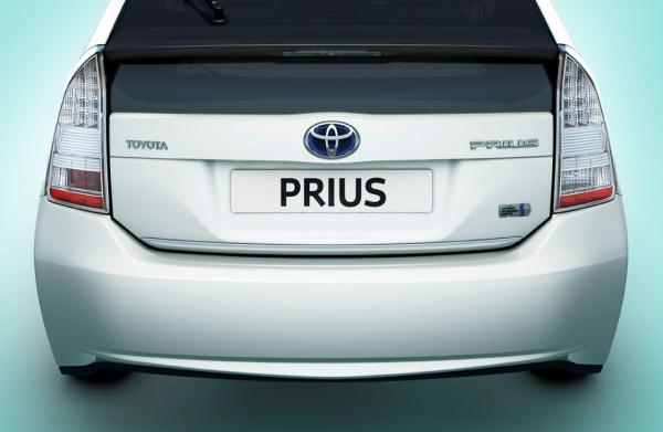 Chromová lišta na víko kufru Prius